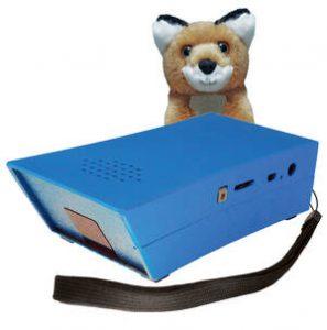 Bildbeschreibung: Der EinkaufsFuchs in der aktuellen Version 3.5 und sein Maskottchen, der kleine schlaue Fuchs, der verschmitzt hinter dem Hilfsmittel für Blinde und Sehgeschädigte sitzt.